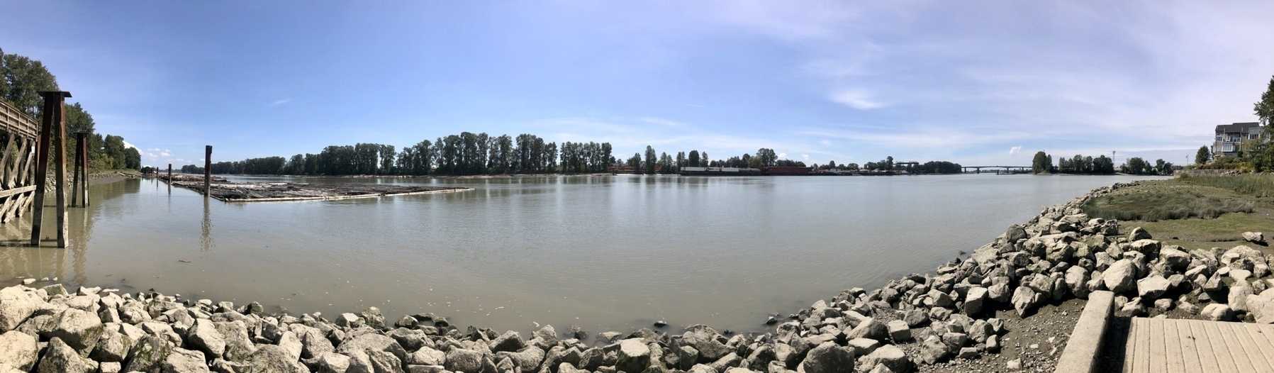 Panorama at Gladstone-Riverside Park, Vancouver - looking at Fraser River